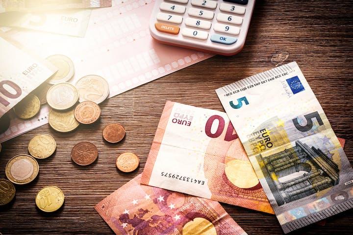 Quel salaire faut-il pour emprunter 100 000 euros?