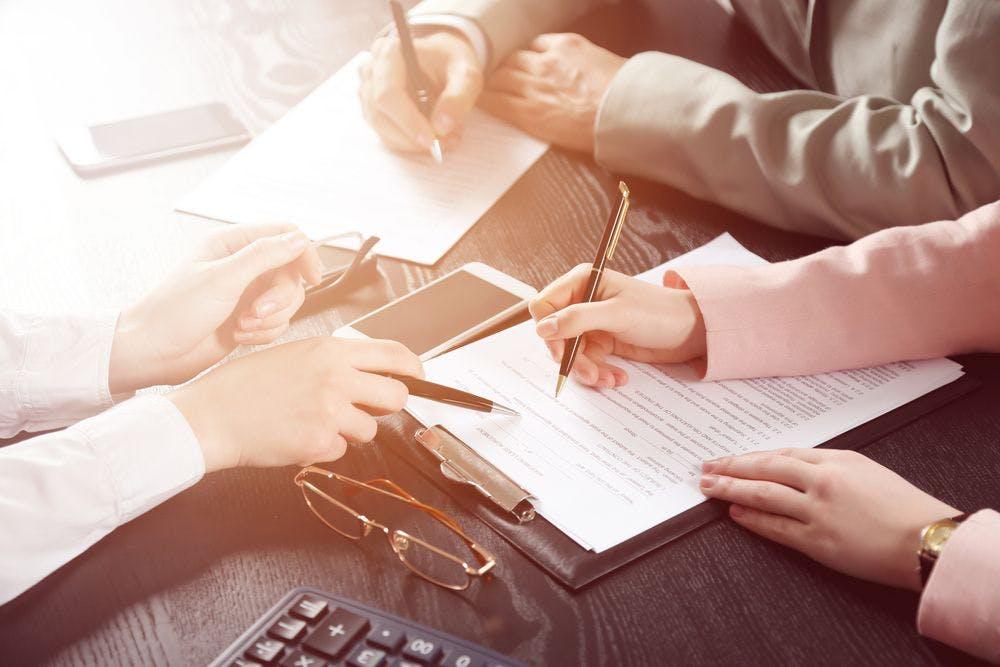 Les frais d'agence sont-ils forcément à la charge du vendeur?