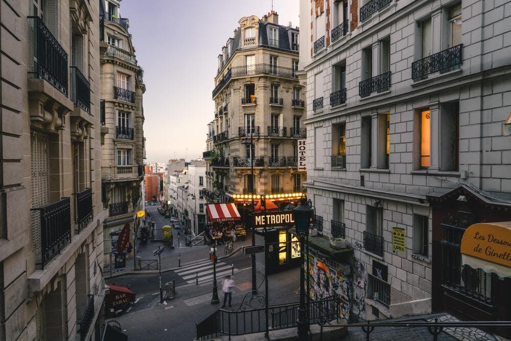 Promenade quartier avant visite logement - By John Towner on Unsplash