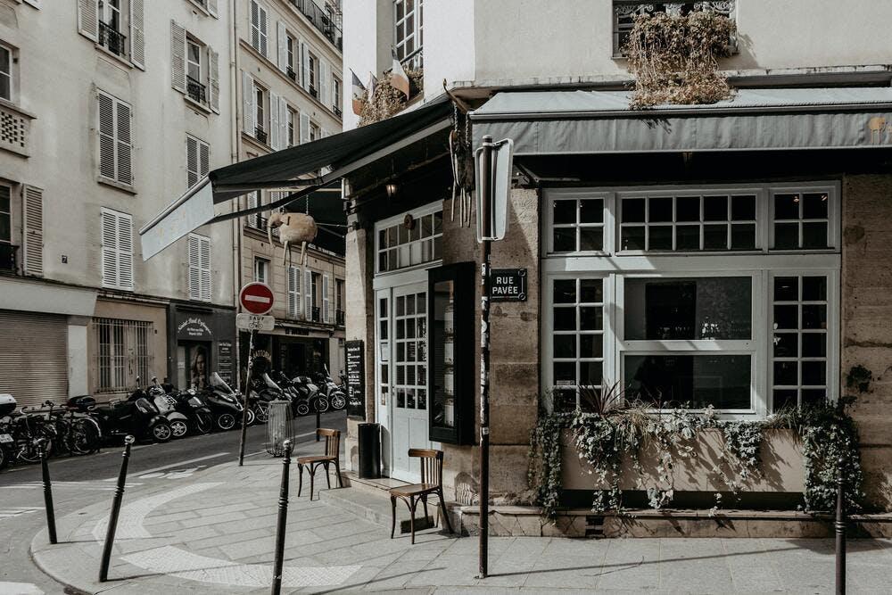 Investir dans le Marais à Paris - By Camille Brodard on Unsplash