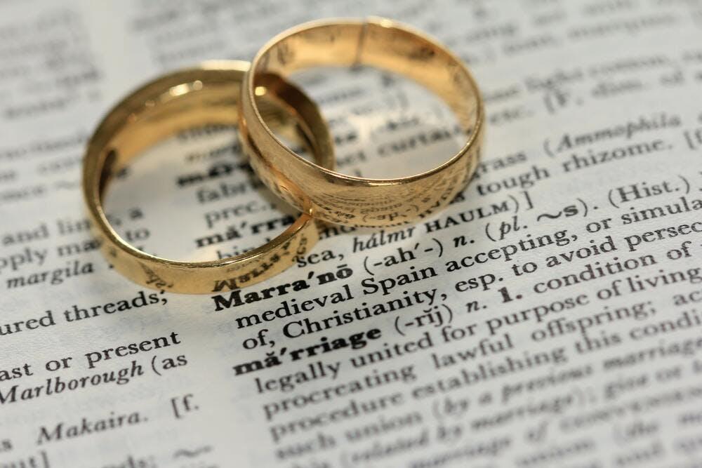Louer en étant mariés - By Sandy Millar on Unsplash