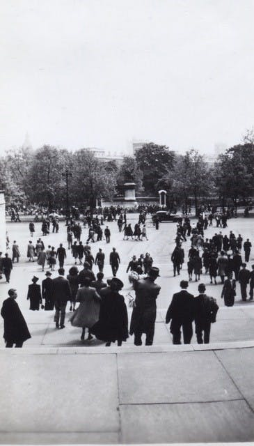 Crowds flock to Buckingham Palace, VE Day, 1945.