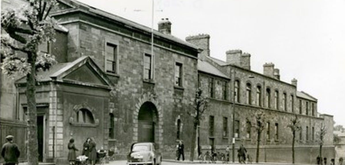 irish-workhouses-header