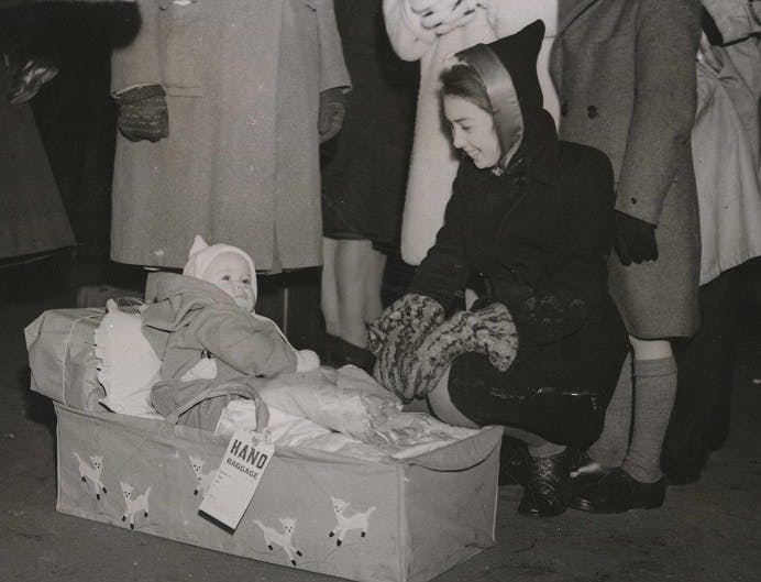 GI brides and their babies leaving Britain, 1946