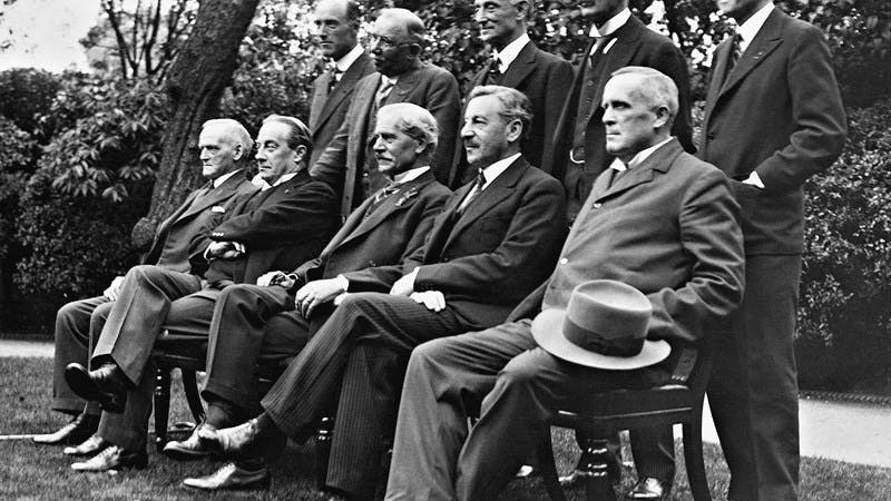 Black and white photograph of Prime Minister James Ramsay MacDonald and his cabinet.