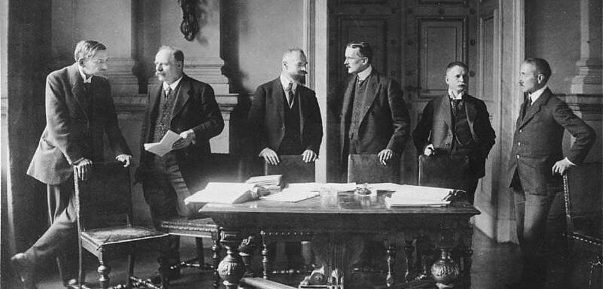 german-reaction-to-the-treaty-of-versailles-header