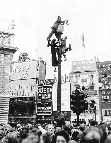 VE Day climbing lamposts