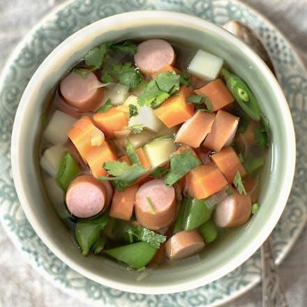 Grønnsakssuppe med wienerpølse