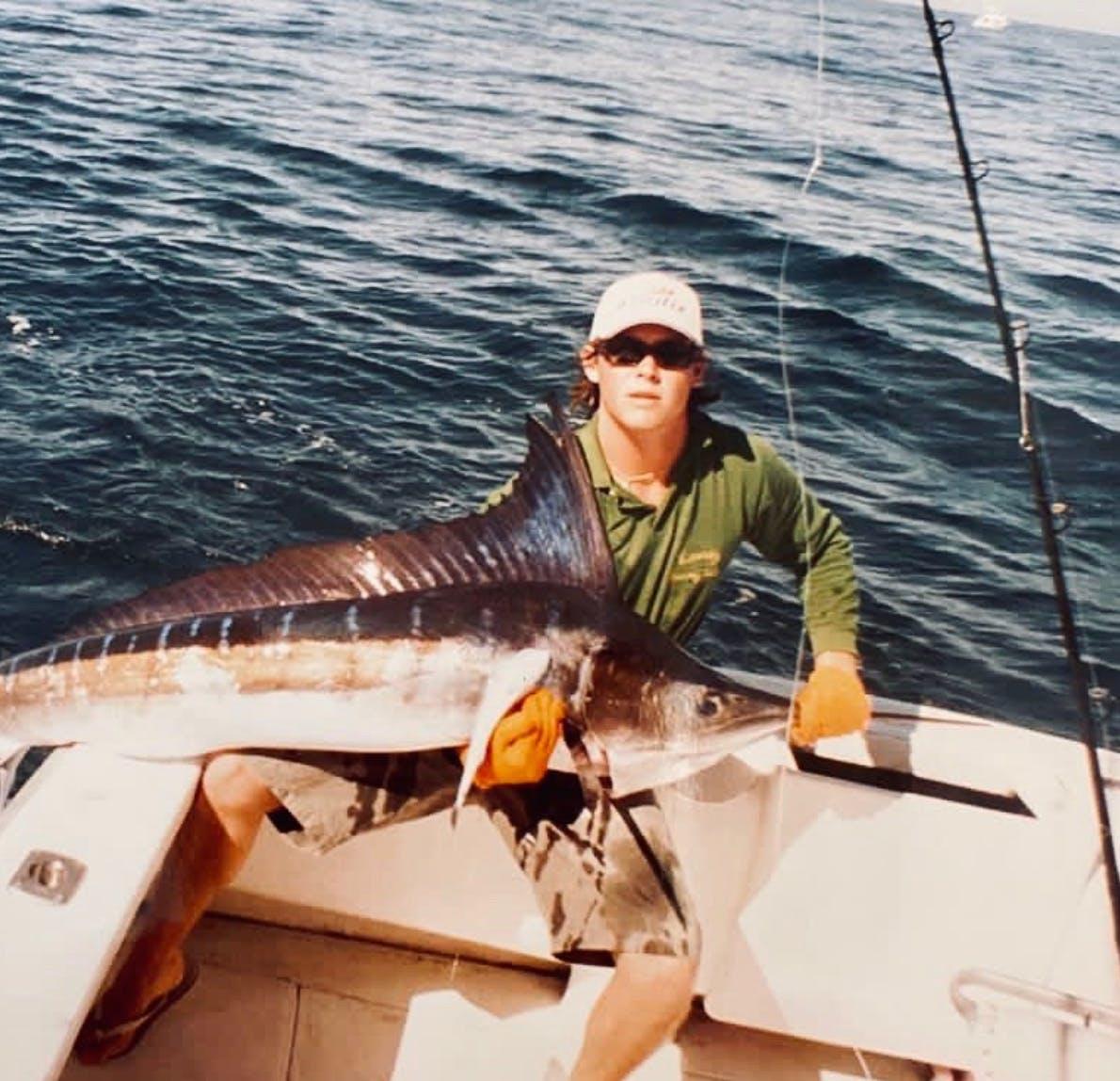 Vincent avec un beau marlin rayé pêché en 6 lbs au Mexique