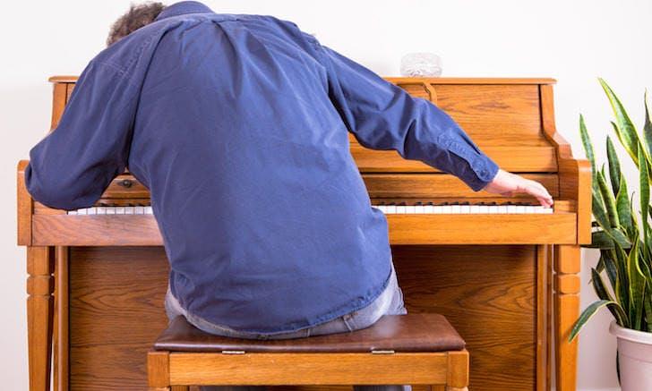 Wrong piano posture