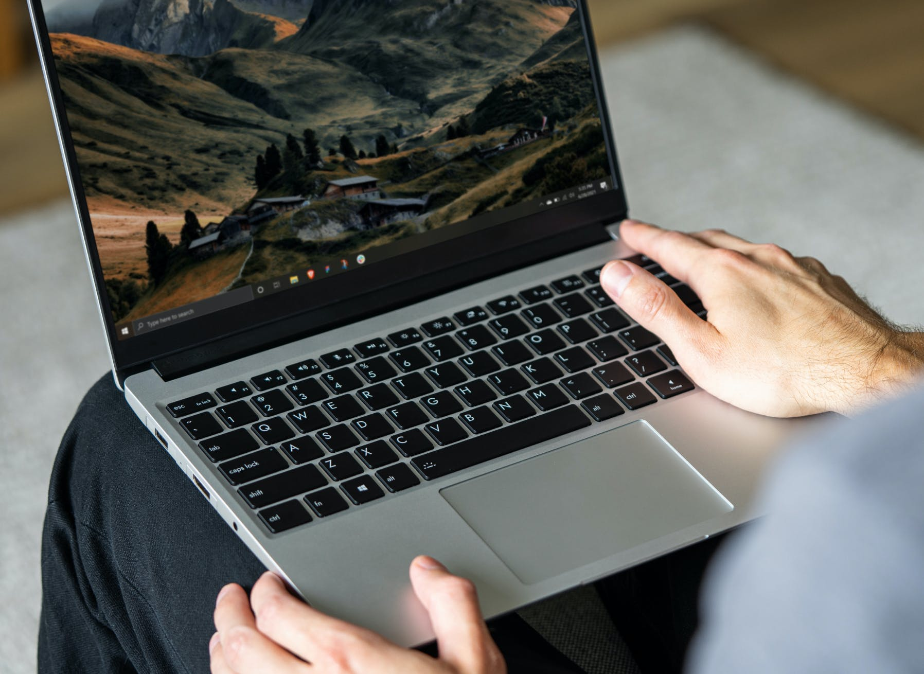 Person using the Framework Laptop