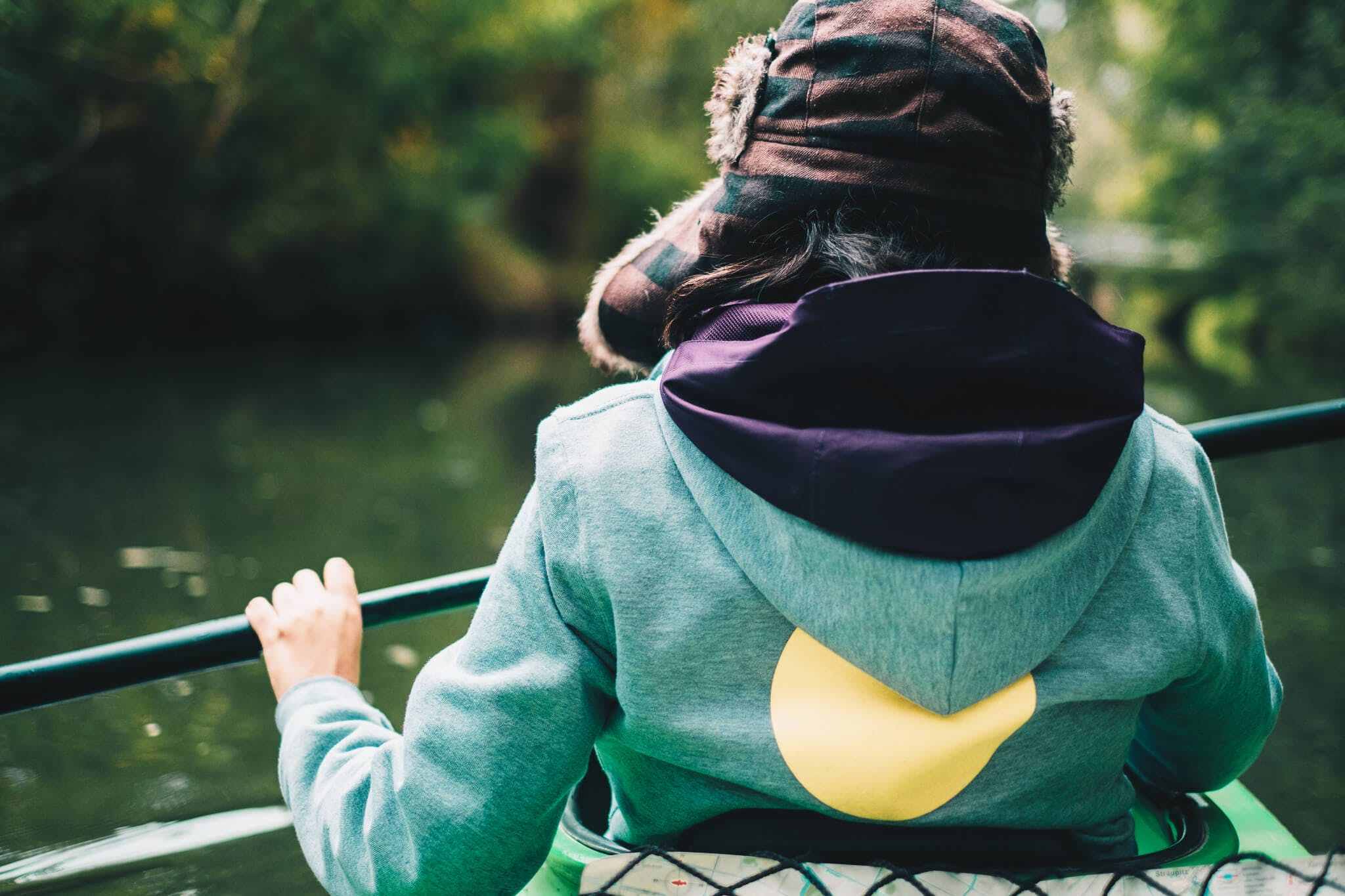Mitarbeiterin im Kanu
