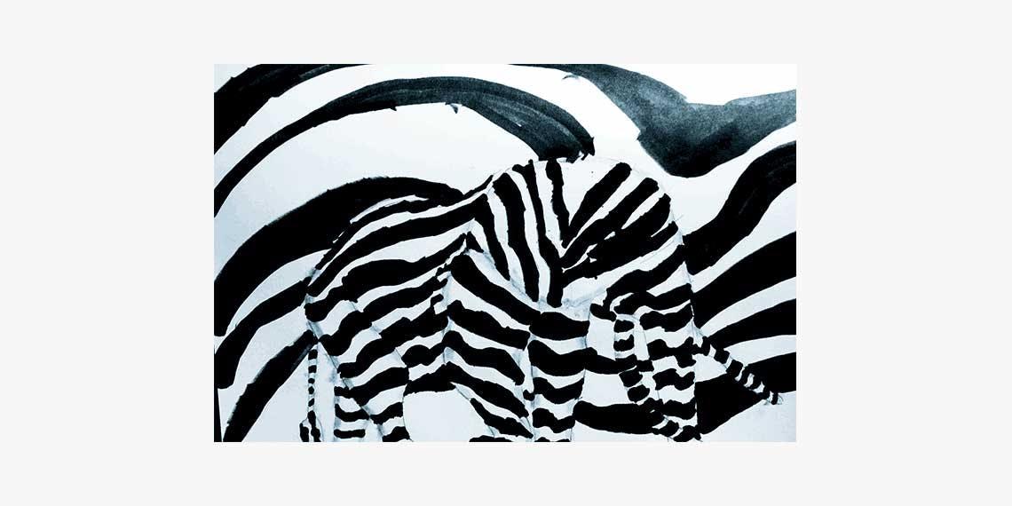 Garitma, elefante abstracto a rayas cebra caminando de perfil, dibujo marcador sobre papel