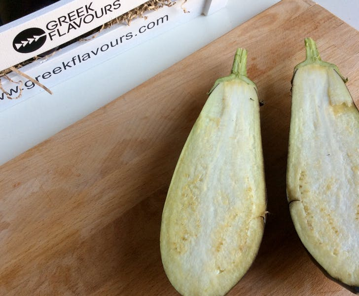How to prepare baked Greek stuffed eggplant