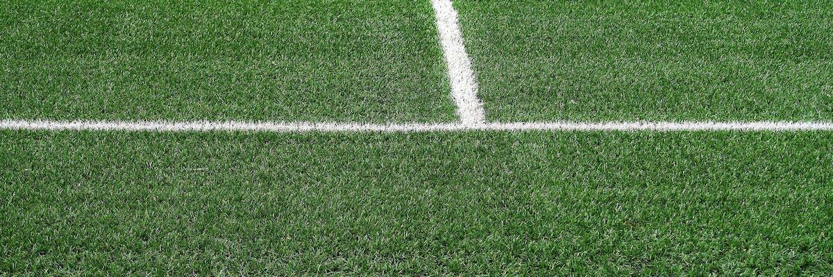 gazon sintetic cu marcaje pe stadioane