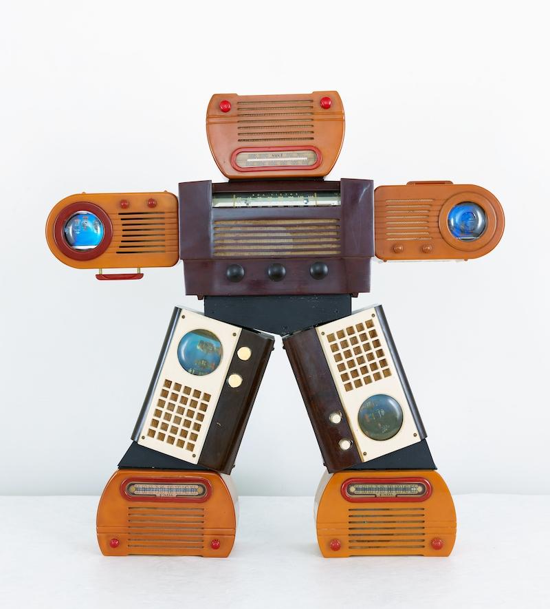 Nam June Paik, Bakelite Robot, 2002