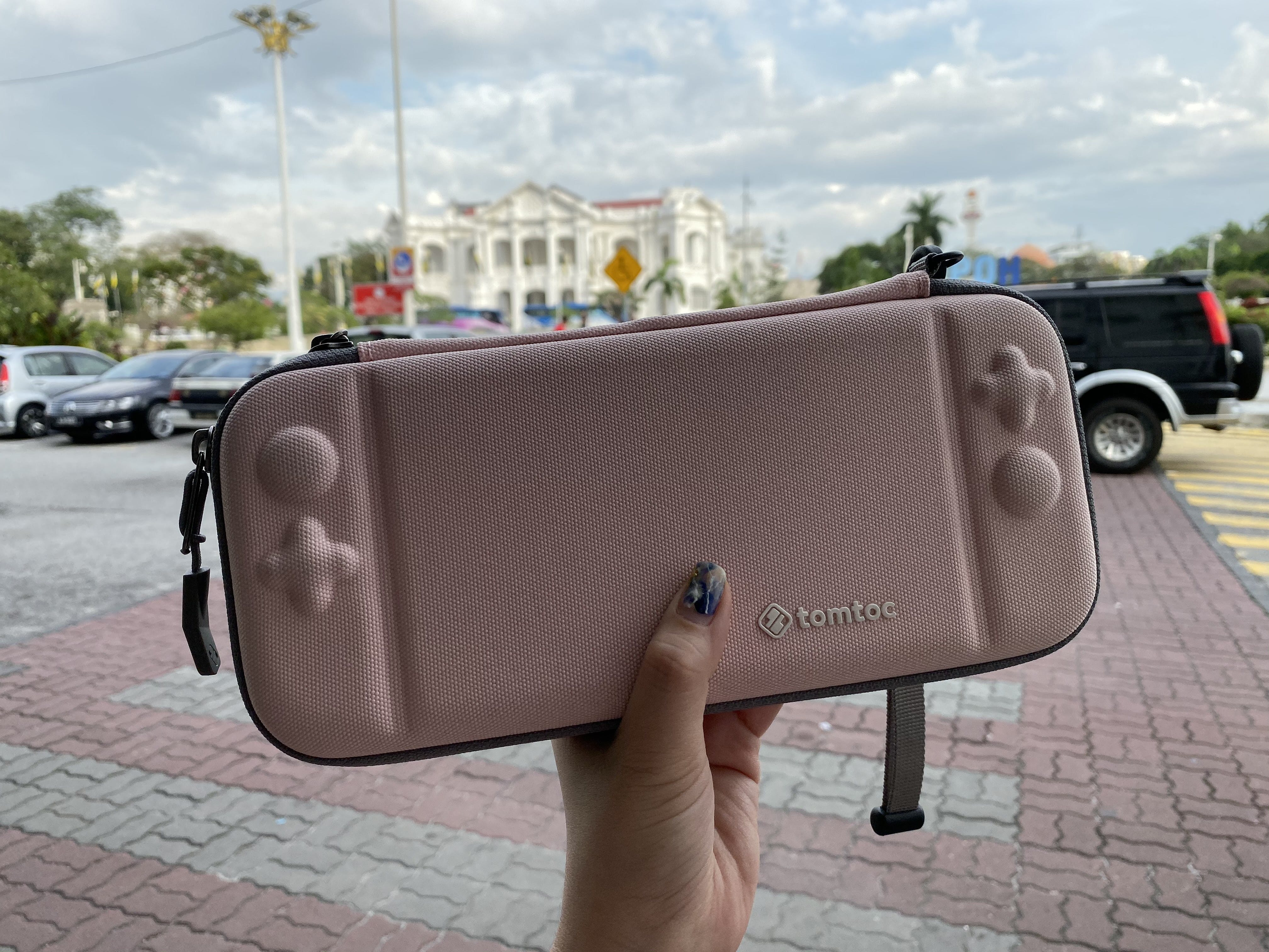 Tomtoc's new case for Nintendo Switch is amazing. It's waterproof and fits into my bag easily.