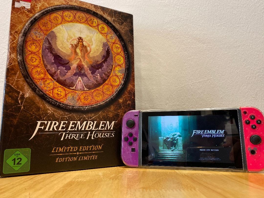 Fire Emblem Three Houses Limited Edition with Nintendo Switch Tsum Tsum edition