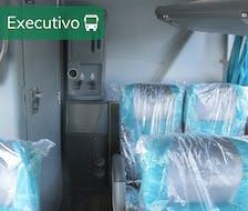 poltronas tipo executivas confortáveis protegidas por uma capa transparente