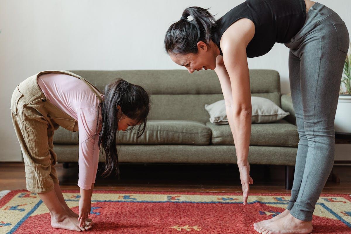 Samen thuis bewegen en sporten, ouders en kinderen.