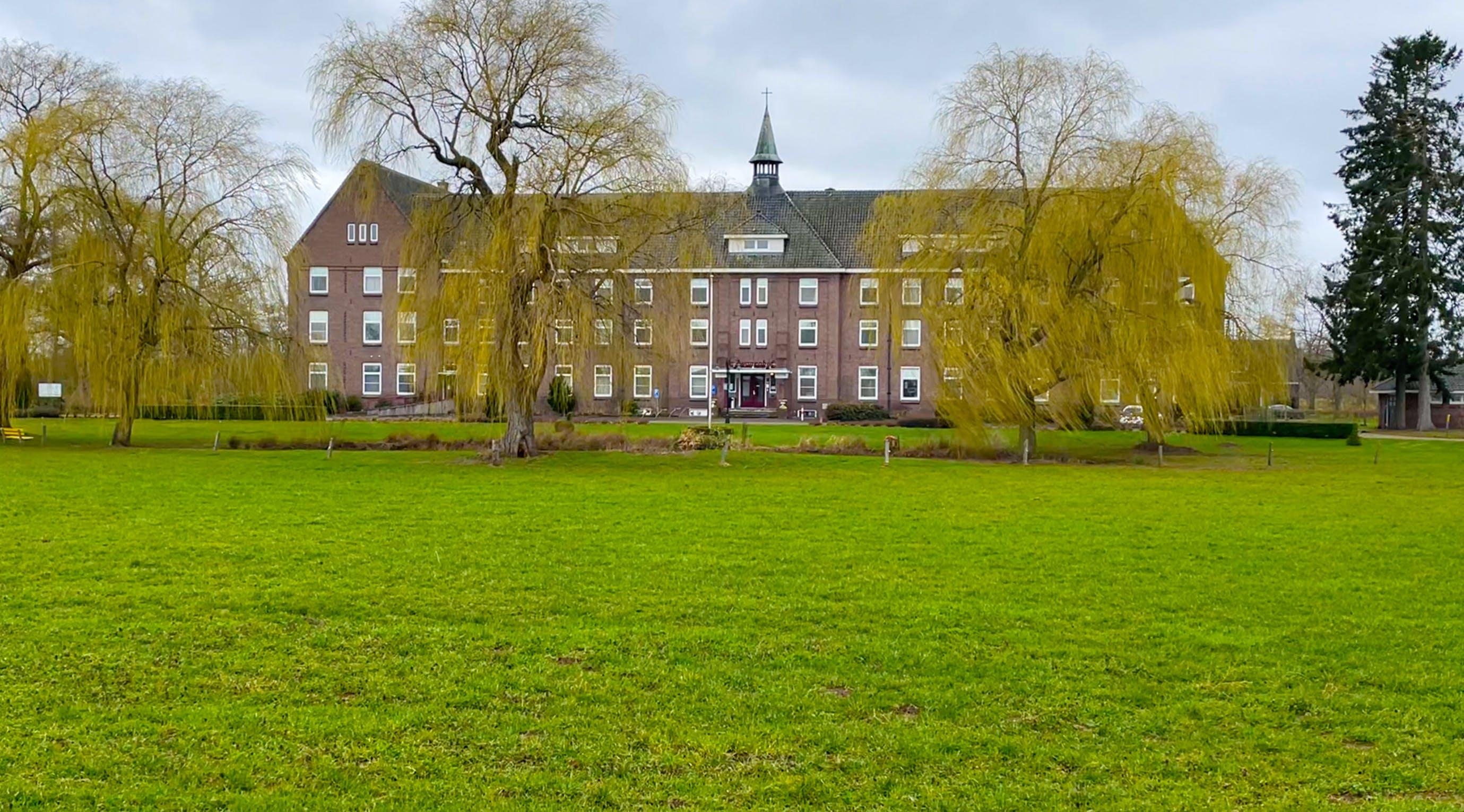Het gezondheidhuis met prachtig landschap en omgeving