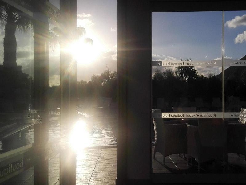 солнечная погода в окне
