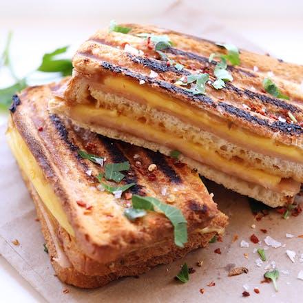 Trippel ost- og skinketoast