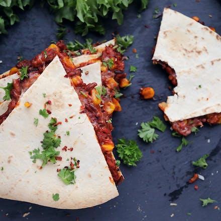 Tex-mex quesadilla med Go'Vegan Minced, mais og Mozzarella