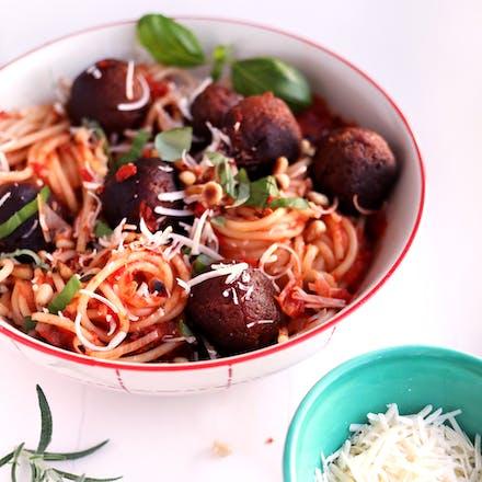 Go'Vegan-boller med spagetti og chunky tomatsaus