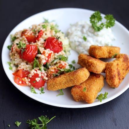 Nuggets, tzatziki og lun hirsesalat med ovnsbakte tomater