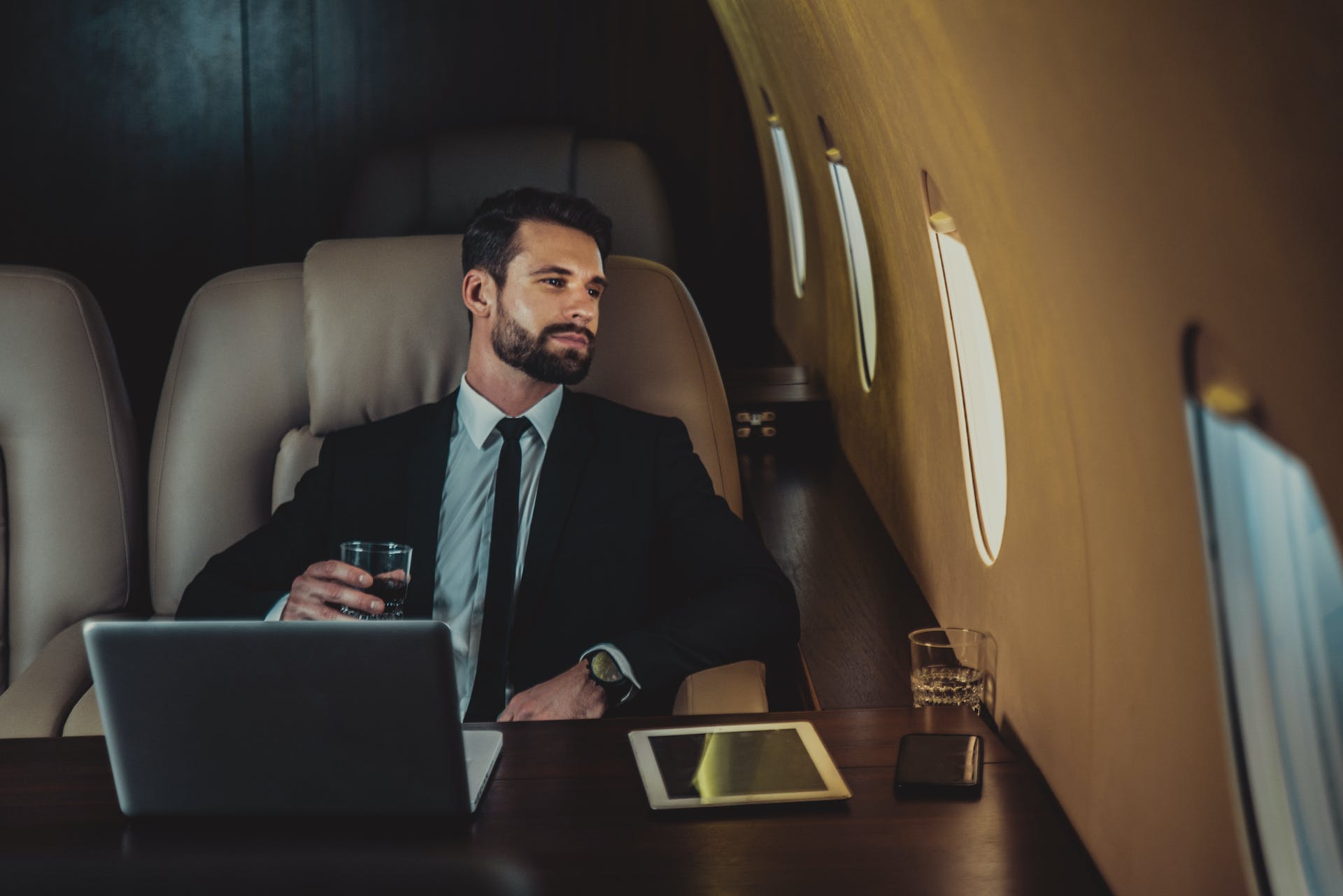 Offer your clients or employees the best with private charters to reach any meeting or conference in total comfort and luxury.