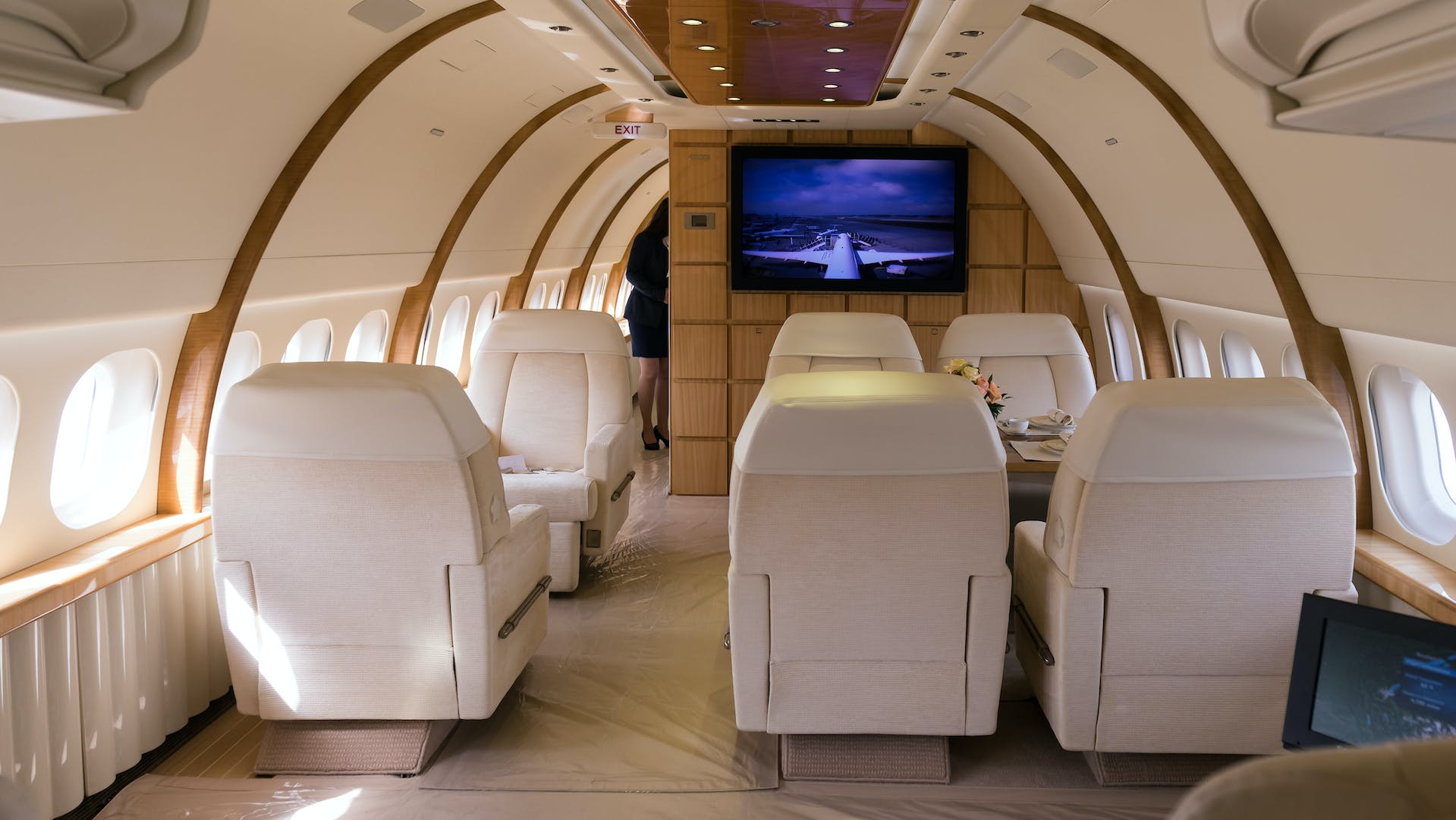 Create the space you need when you book your private group charter flight with LunaGroupCharter.