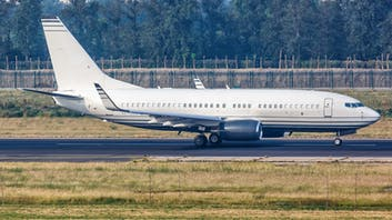 Boeing 737-300 taxying