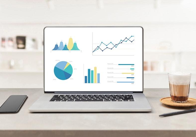 Statisztikákat mutató számítógép