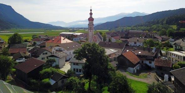 Le petit village de Tyrol où sont assemblées les cartes