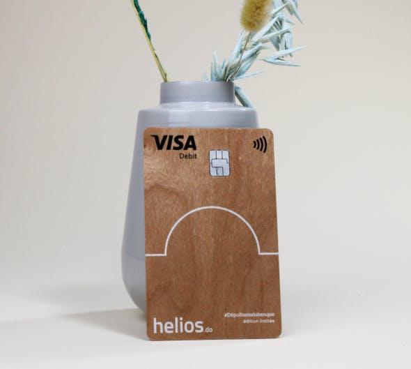 La carte bancaire en bois Helios
