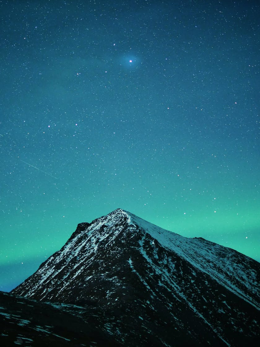 Aurora over mountain by by @dancromb, dancromb.co.uk