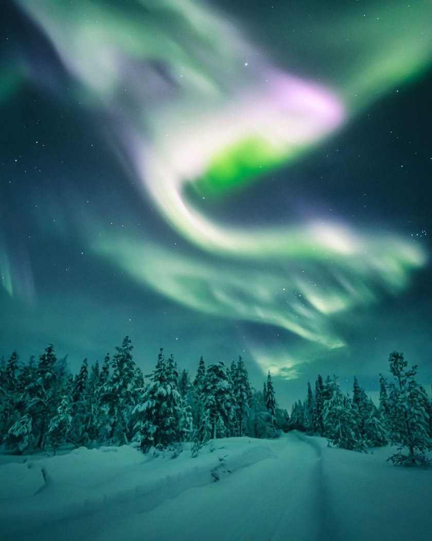 Pink aurora dancing in the sky, photo by @timoksanen