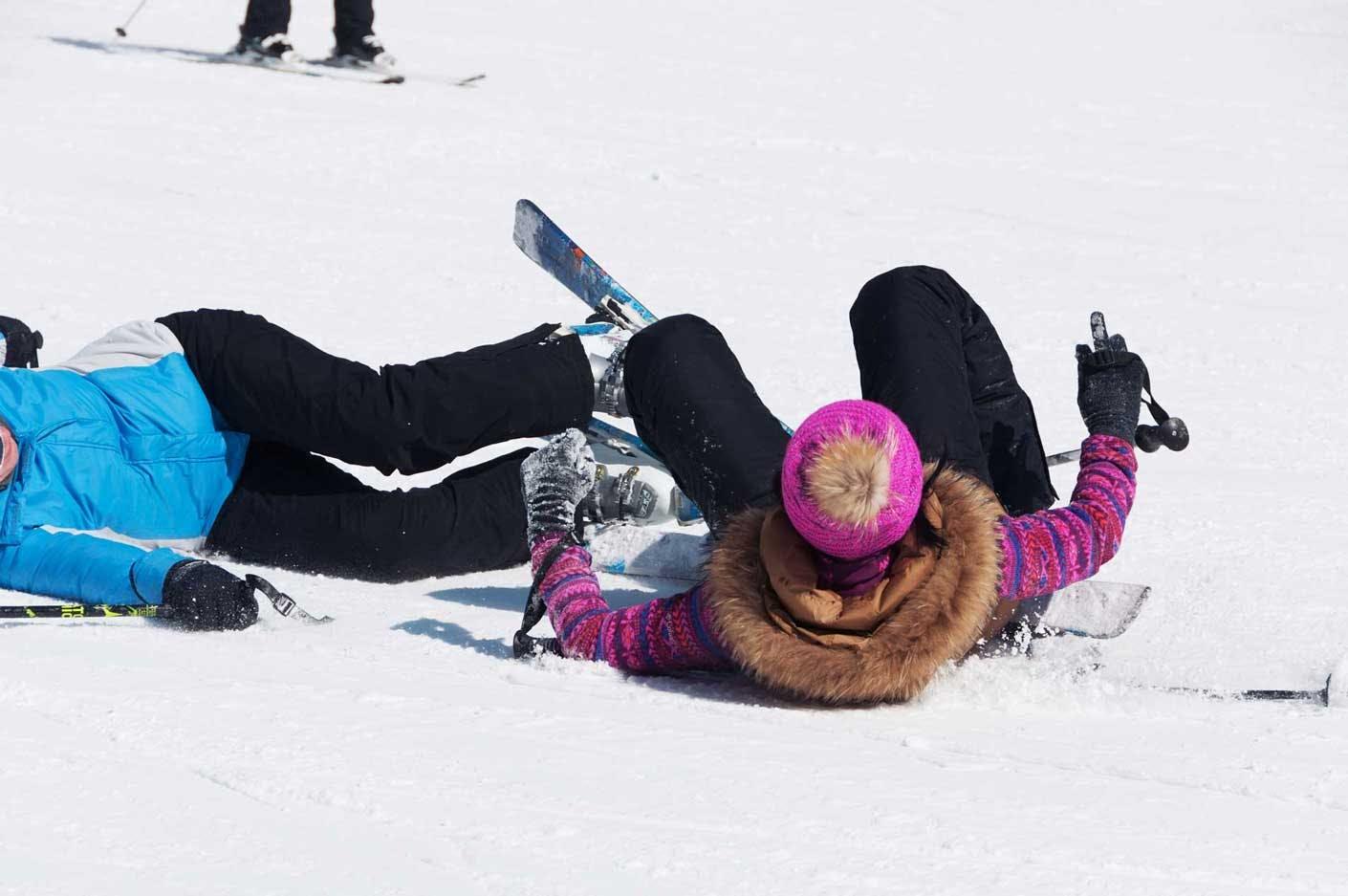 Wintersportversicherungen - welche Versicherungen helfen bei einem Skiunfall?