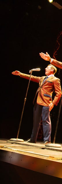 Huvudattraktionen i teatern är en 90 minuter lång och påkostad uppsättning av musikalen Jersey Boys.