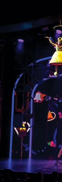 Huvudattraktionen i teatern är en 90 minuter lång och påkostad uppsättning av musikalen Hairspray
