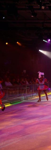 I teatern Studio B visas isshower, inte sällan med tidigare OS-deltagare i rollbesättningen.