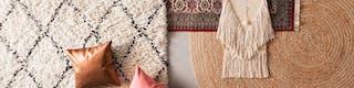 Verschiedene Teppiche aus behaglichen Materalien