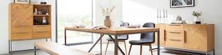 Esstisch, Sitzbank und zwei Sideboards aus Massivholz