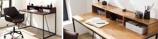 Gepolsterter Stuhl und Schreibtisch aus Holz seitlich zum Fenster aufgestellt mit aufgeschlagenem Notizbuch