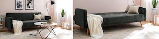 Umfunktionierbares Schlafsofa mit heller Decke vor rosa Wand
