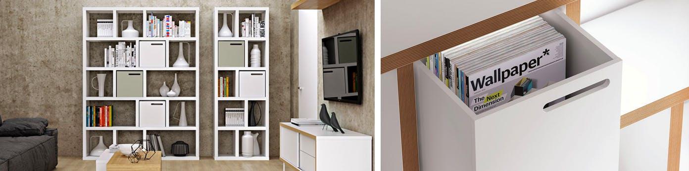 Hohe Regale in Weiss an rustikaler Wand mit Aufbewahrungsboxen für genügend Ordnung
