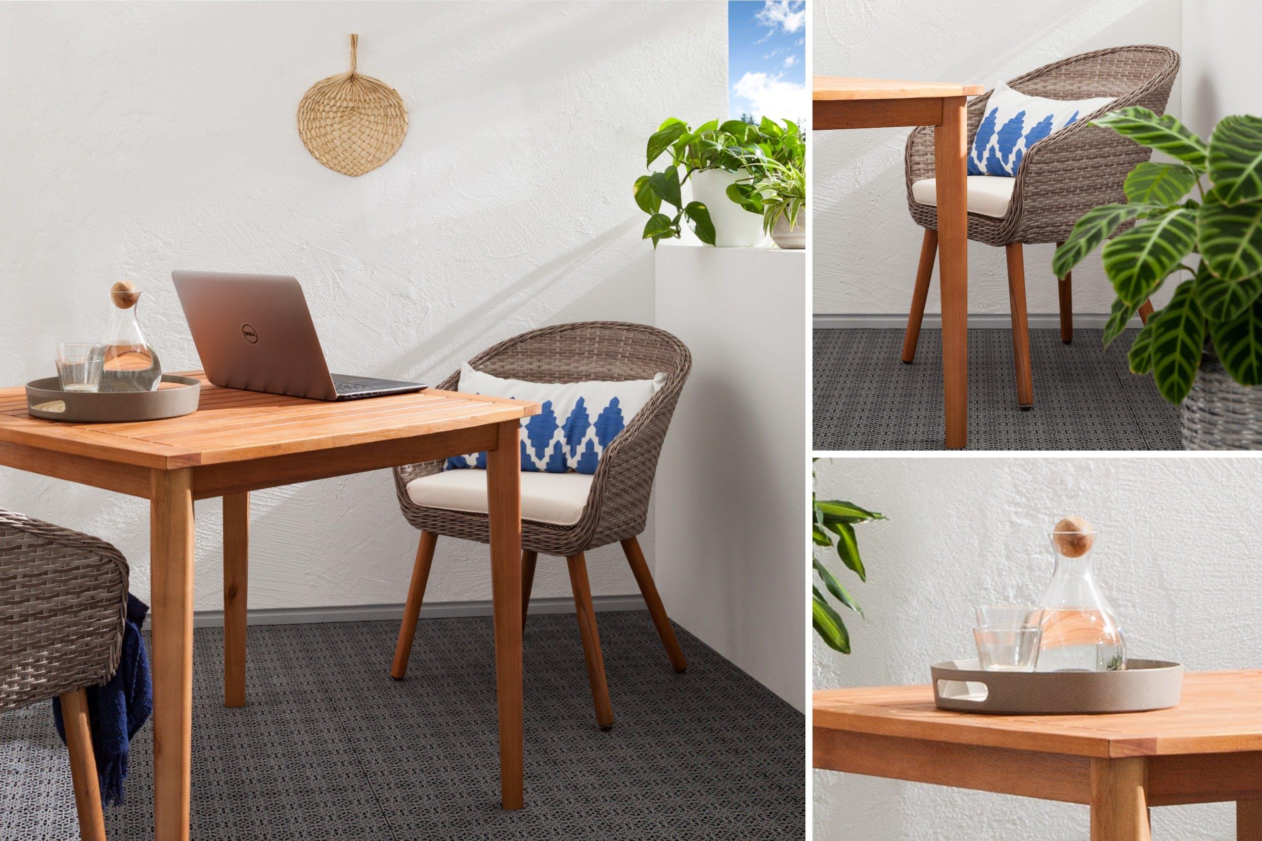 Gemütlicher Arbeitplatz an Tisch aus Teakholz mit genügend Ablagefläche und Tablett mit Getränk