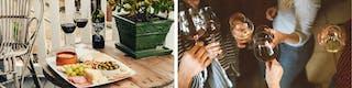 Rotweingläser und Platte mit Snacks auf Terrasse und gesellige Runde an Freunden, die mit Wein anstoßen