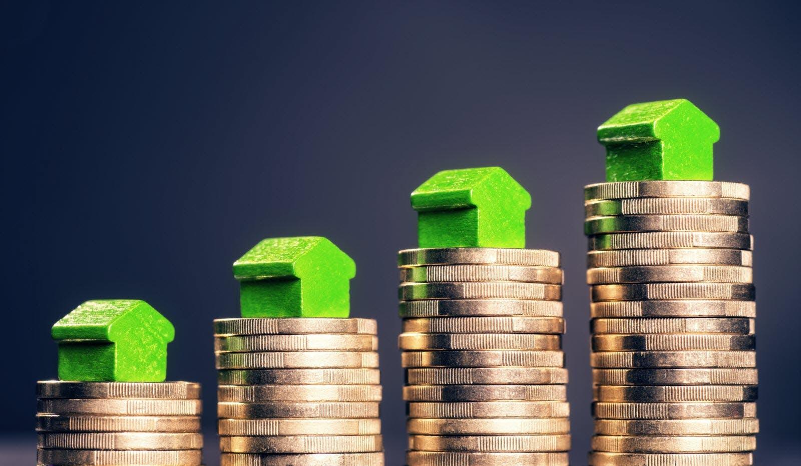 Minis maisons vertes sur pièces